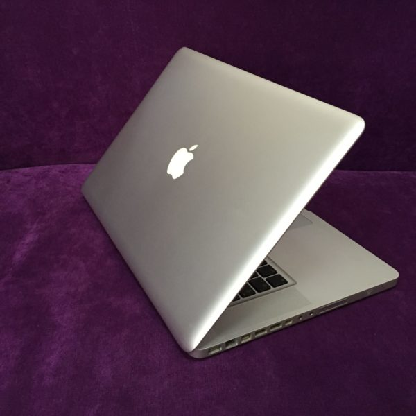 Ноутбук APPLE MacBook Pro 15 MLW72RU/A Silver (Intel Core i7 2.6 GHz/16384Mb/256Gb/Radeon Pro 450 2Gb/Wi-Fi/Bluetooth/Cam/15.4/2880x1800/Mac OS Sierra)