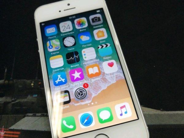 Apple IPhone SE 64 Silver (арт.12423)