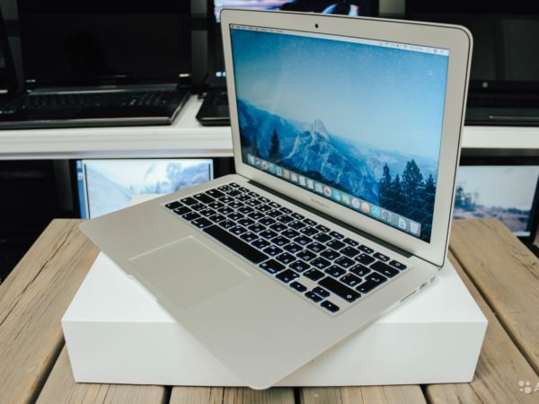 Apple MacBook Air 13-inch 2017